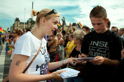Amnesty samler underskrifter ind til Copenhagen Pride 2009.Foto Jacob Crawfurd
