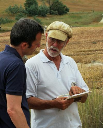 John Ive fra farmen Talaheni er en ildsjæl, og han videregiver gerne sine erfaringer, hvilket har sikret ham 19 priser som foregangsmand indenfor landbrug og miljø.