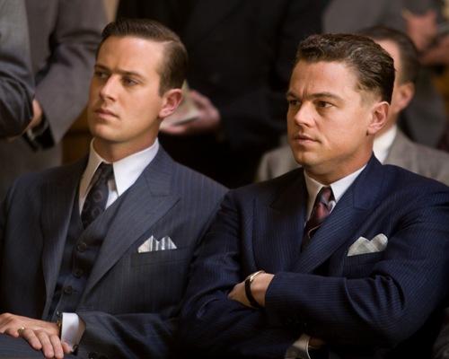 """J. Edgar Hoover (Leonardo DiCaprio) var USA's mest magtfulde mand i 50 år, men hans hemmelige forhold til sin personlige assistent Clyde Tolson (Armie Hammer) kunne have ødelagt hans karriere, fortæller filmen """"J. Edgar""""."""