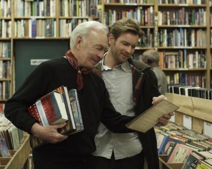 Olivers far, Hal, springer ud af skabet og begynder at leve det glade homo-liv som 75-årig i filmen BEGINNERS.