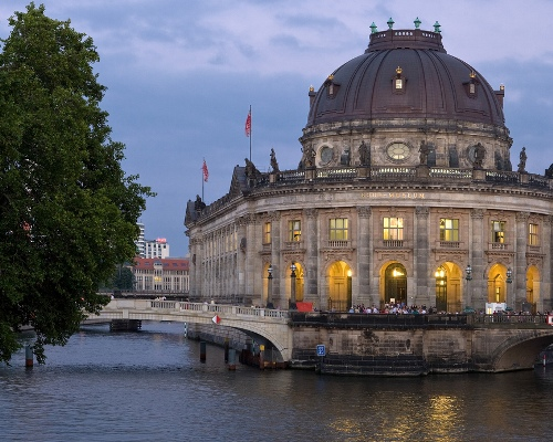 I will be in Berlin for Art Week Berlin 2012, staying at Hotel Mani in the vibrant neighbourhood, Mitte. The trip promises to be a whirl-wind tour of gallery openings, launch parties and insider-tours of 'Creative Berlin'.